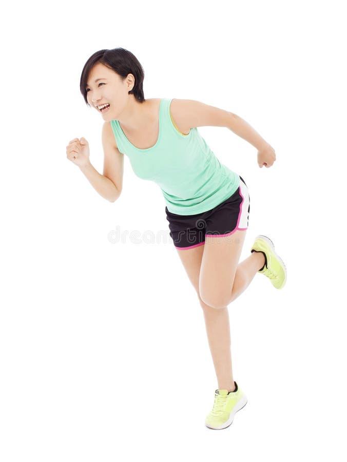 Lycklig löpare för ung kvinna som isoleras på vit royaltyfri fotografi