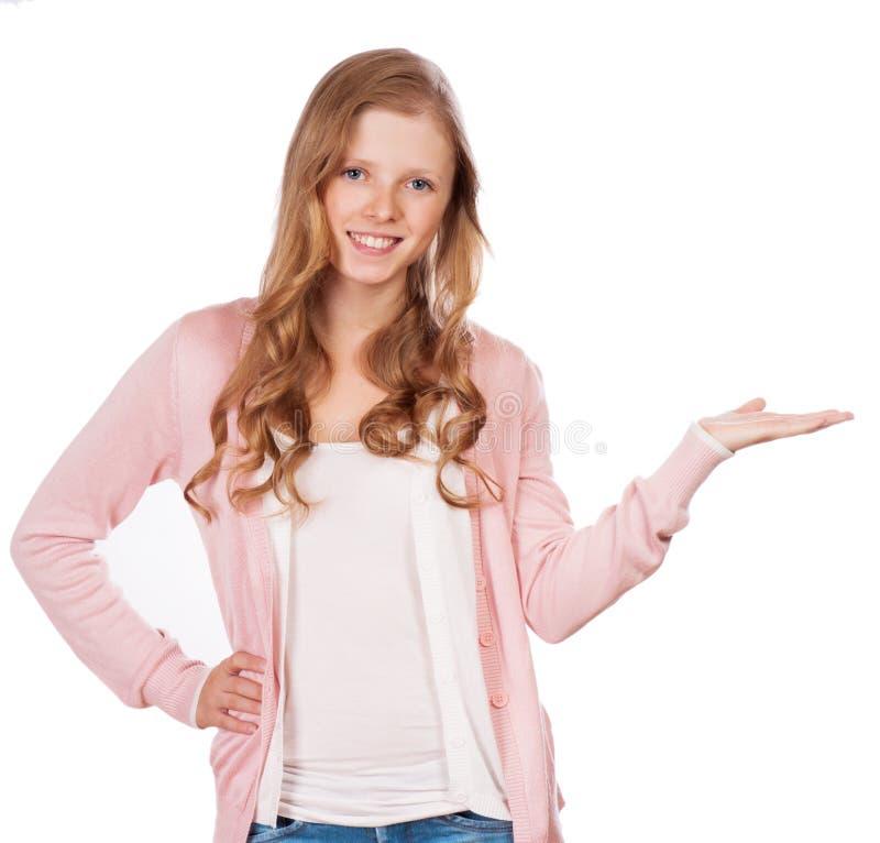 Lycklig le härlig visningcopyspace eller något för ung kvinna fotografering för bildbyråer