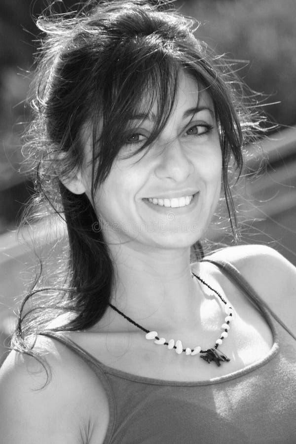 Lycklig le italiensk flicka royaltyfri fotografi