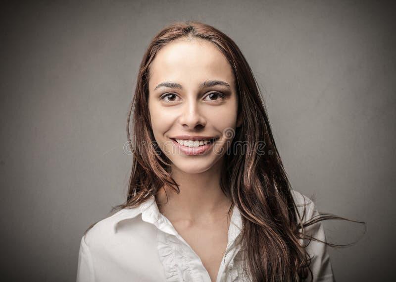 lycklig le kvinna royaltyfri fotografi