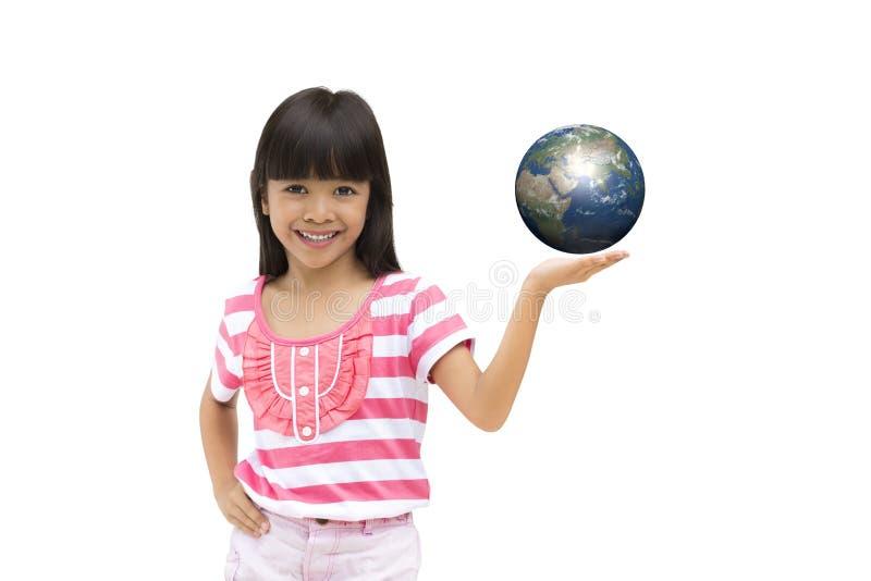 Lycklig le liten flickaholdingjord fotografering för bildbyråer