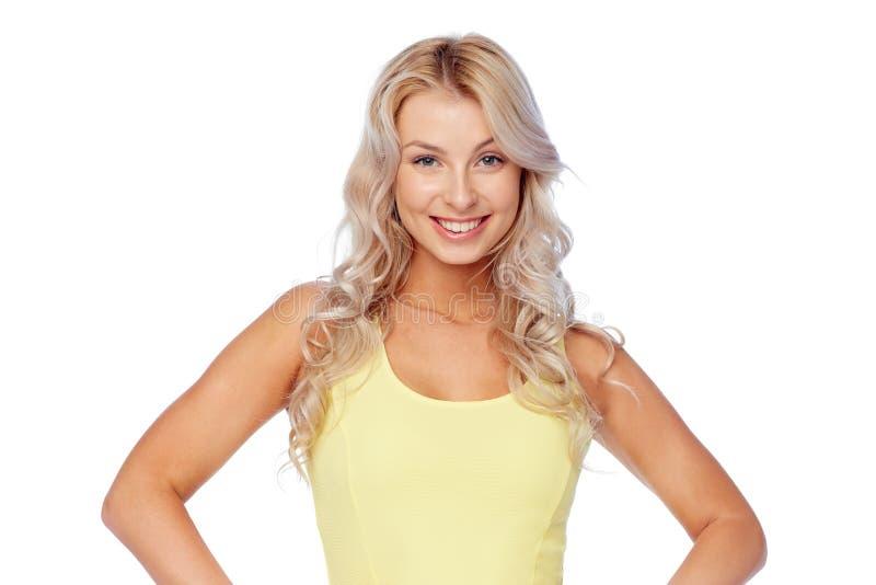 Lycklig le ung kvinna med blont hår royaltyfria bilder