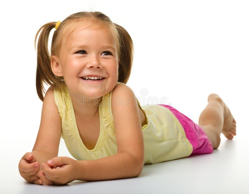 lycklig liten stående för flicka arkivfoton