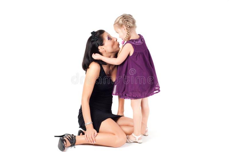 lycklig liten ståendekvinna för gladlynt flicka arkivbild