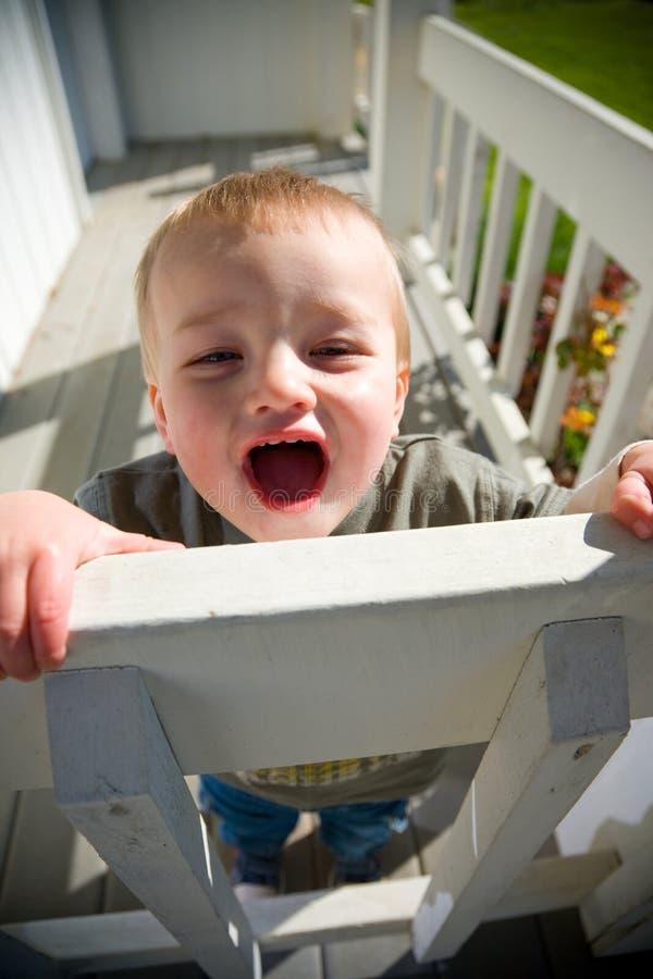 lycklig litet barn royaltyfri fotografi