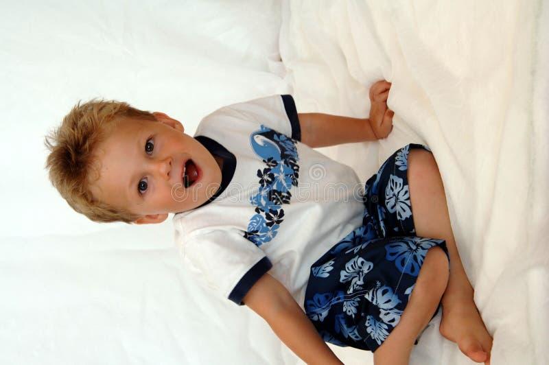 lycklig litet barn för pojke royaltyfri bild