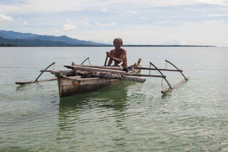 Lycklig lokal fiskare royaltyfri foto