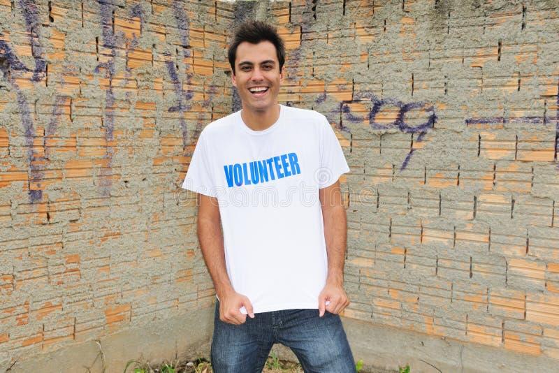 lycklig male volontär arkivfoton