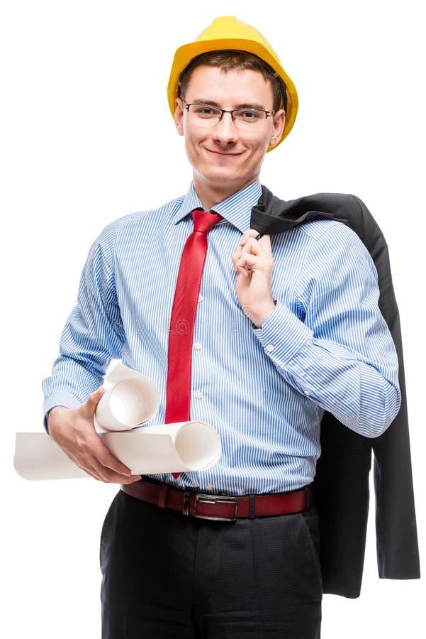 Lycklig man i affärsdräkt och gul hård hatt med ritningar arkivbild