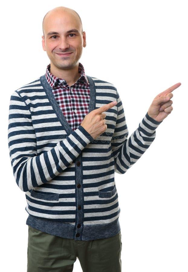 Lycklig man som pekar hans fingrar för att kopiera utrymme isolerat royaltyfri fotografi