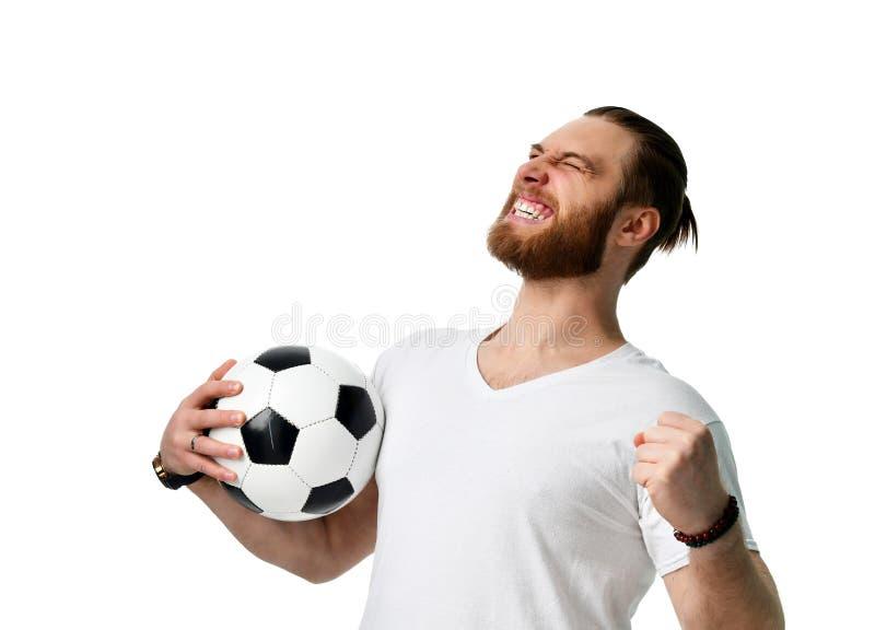 Lycklig manfotbollfan som bär tom vinnande screamong för tshirt som ler att fira som isoleras på vit arkivfoto