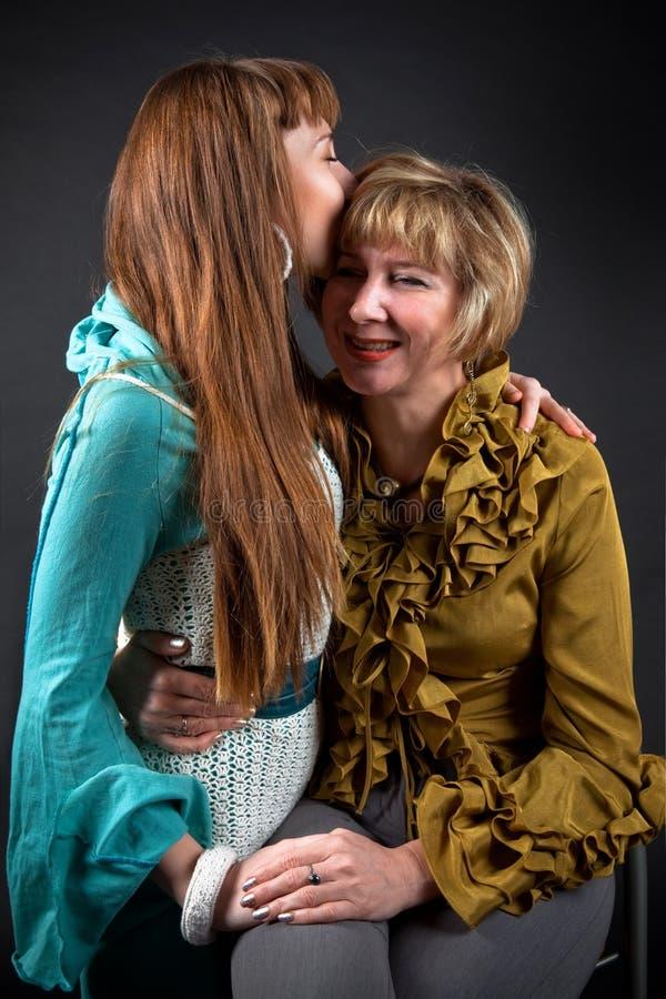 lycklig moder för dotter royaltyfri fotografi
