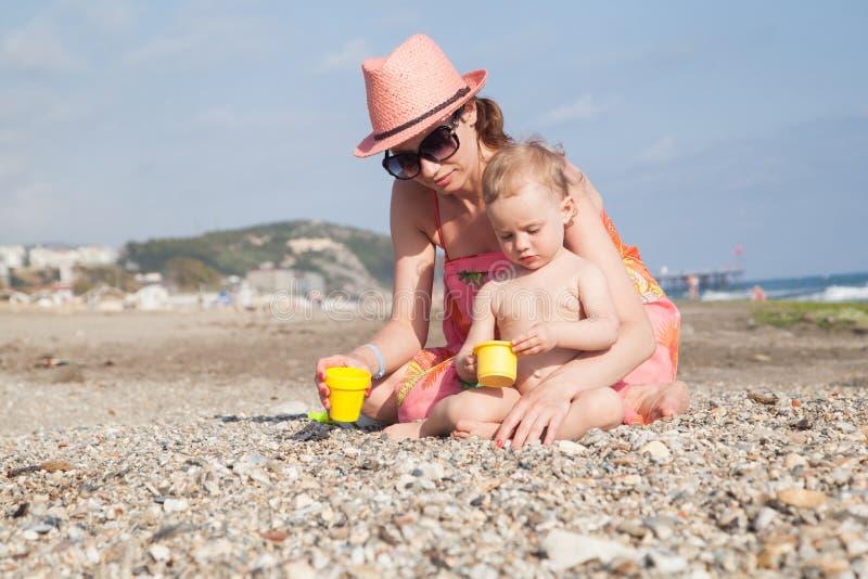 lycklig moder för dotter royaltyfri bild