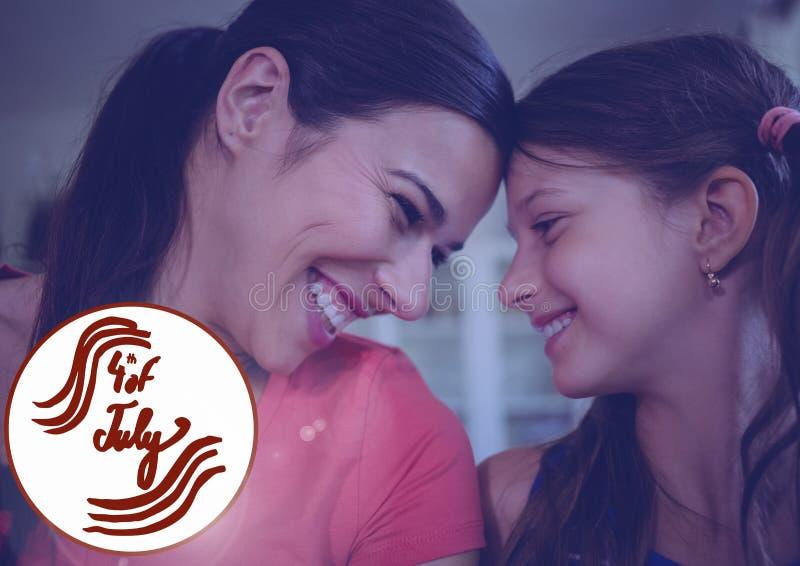 Lycklig moder och hennes dotter som firar 4th Juli arkivbilder