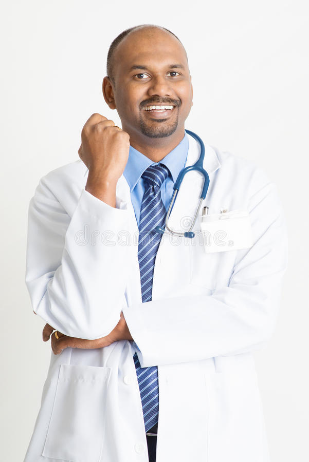 Lycklig mogen indisk doktor royaltyfria bilder