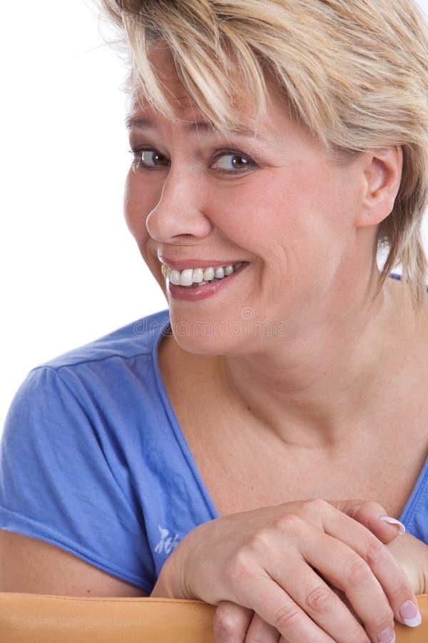 lycklig mogen kvinna arkivbild