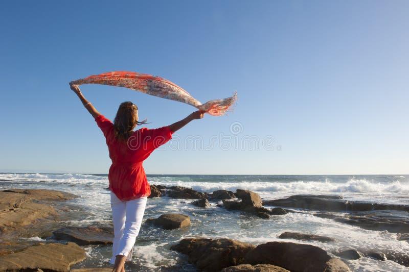 Lycklig mogen kvinna på havet royaltyfria foton