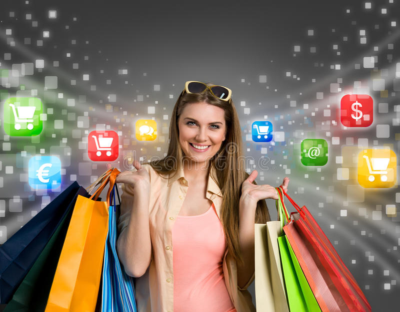 lycklig online-shoppingkvinna royaltyfria bilder