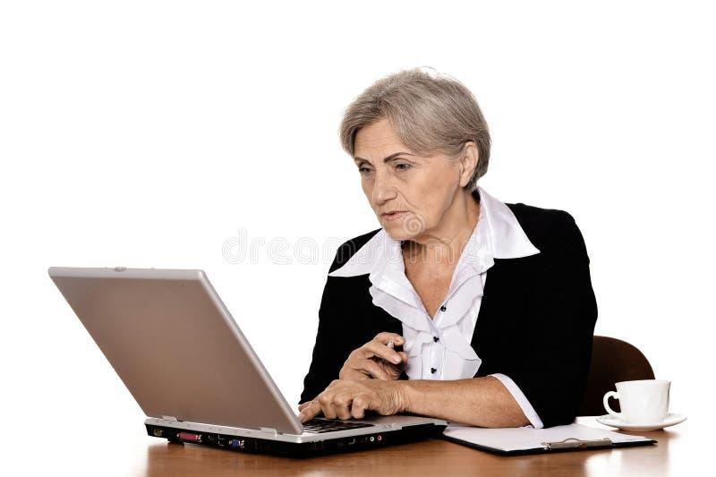 lycklig pensionär för affärskvinna arkivbild