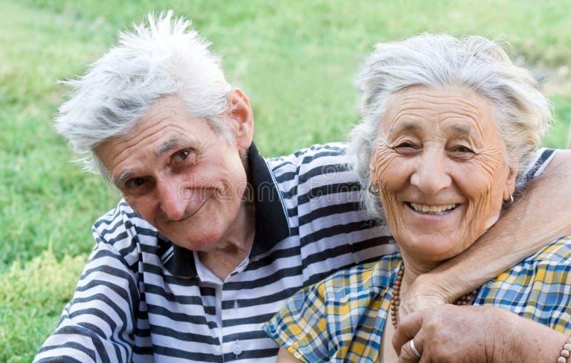lycklig pensionär för par arkivbild