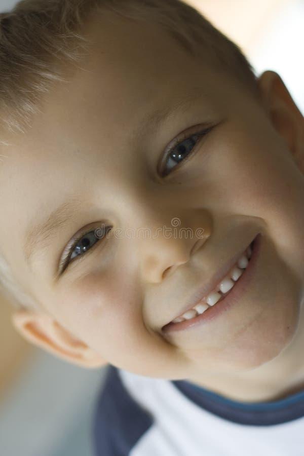 Download Lycklig pojke fotografering för bildbyråer. Bild av barn - 523653