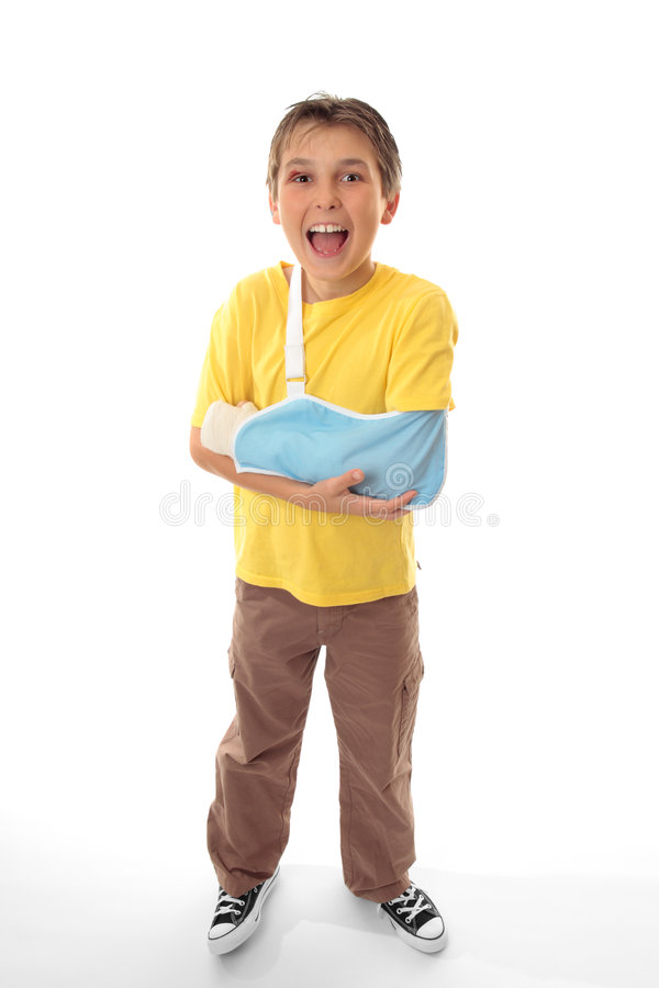 lycklig sårad läkarundersökning för pojkeomsorg arkivbild