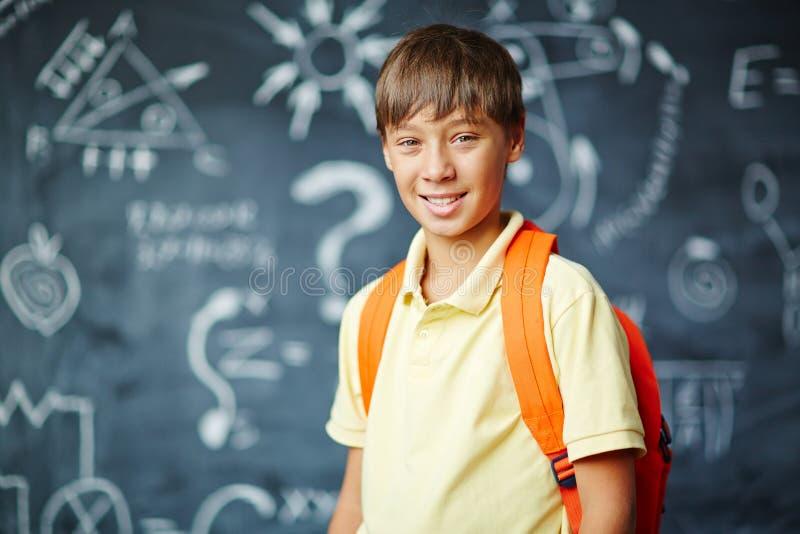 lycklig schoolboy arkivfoton