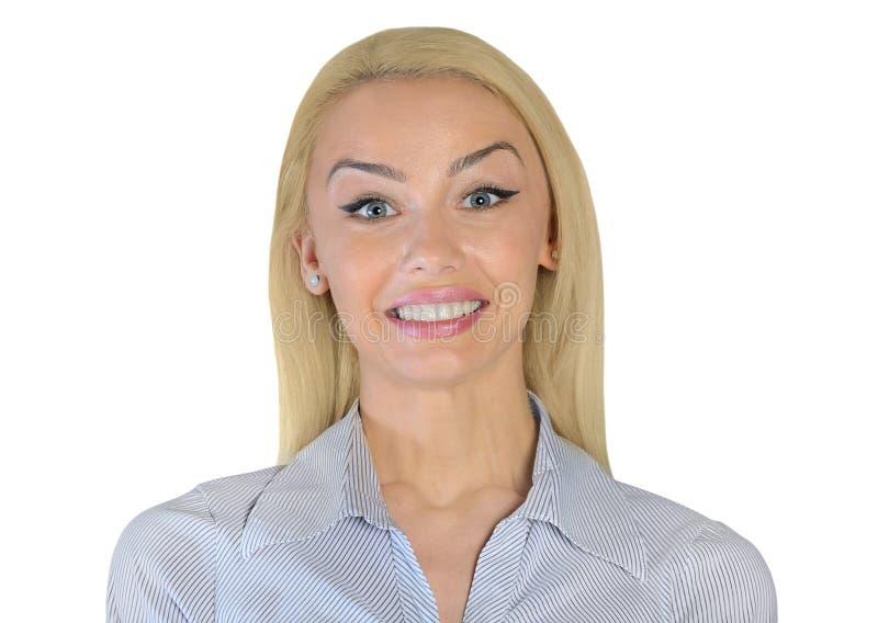 Lycklig seende kamera för affärskvinna royaltyfri foto