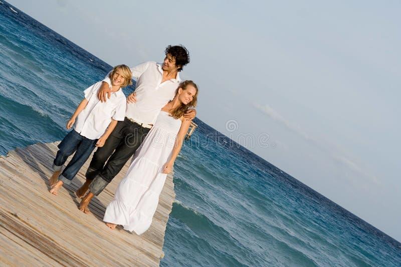 lycklig semester för familj royaltyfria bilder