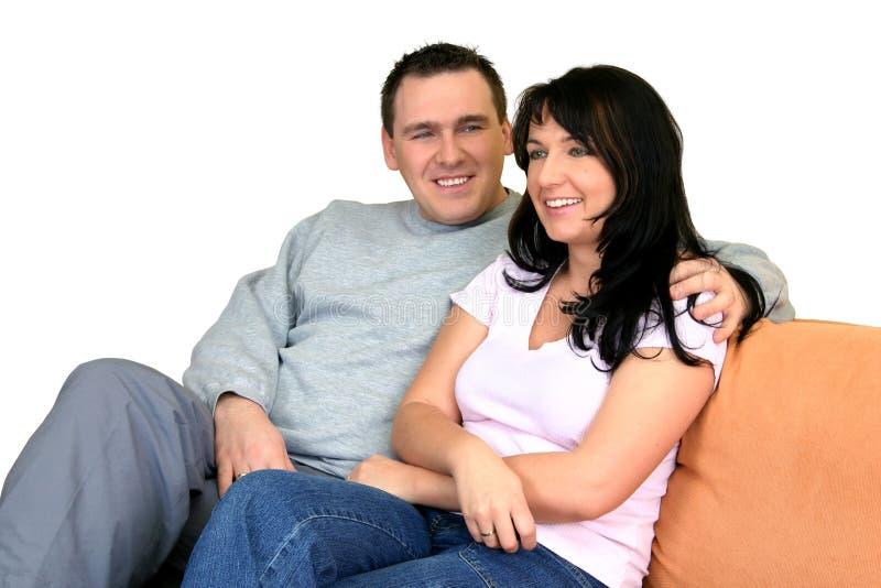 lycklig sitting för par royaltyfri fotografi