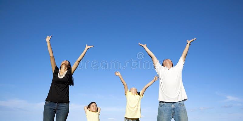 lycklig sky för blå familj royaltyfri foto