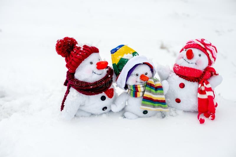 lycklig snowman för familj arkivbild