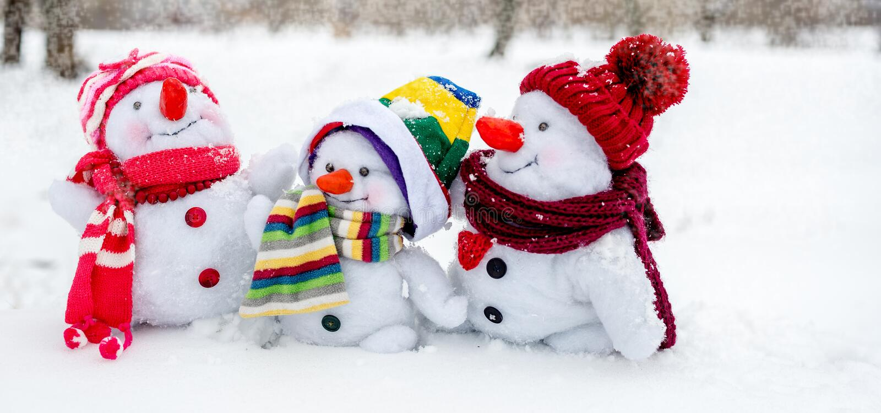 lycklig snowman för familj royaltyfria foton