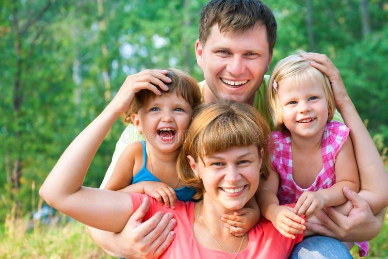 lycklig sommartid för familj royaltyfria foton