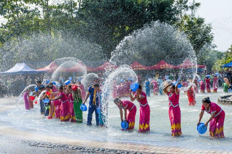 Lycklig Songkran festival fotografering för bildbyråer
