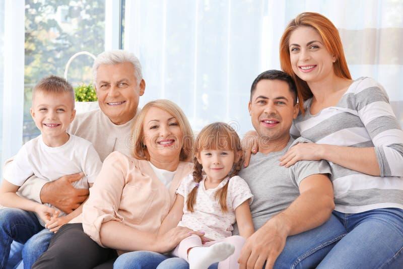 lycklig stor familj royaltyfri bild
