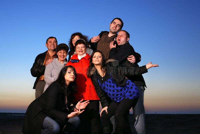 lycklig stor familj arkivfoto