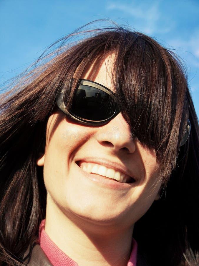 lycklig sun för flickaexponeringsglas arkivfoton