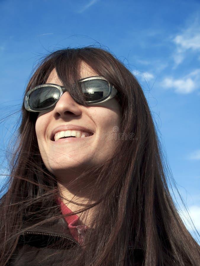lycklig sun för flickaexponeringsglas royaltyfri foto