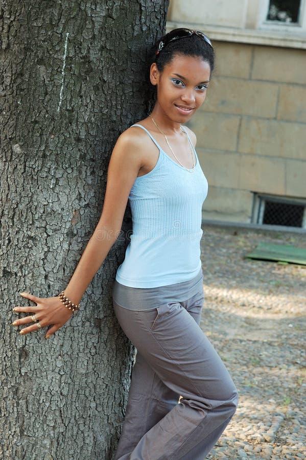 Lycklig svart flicka arkivfoto