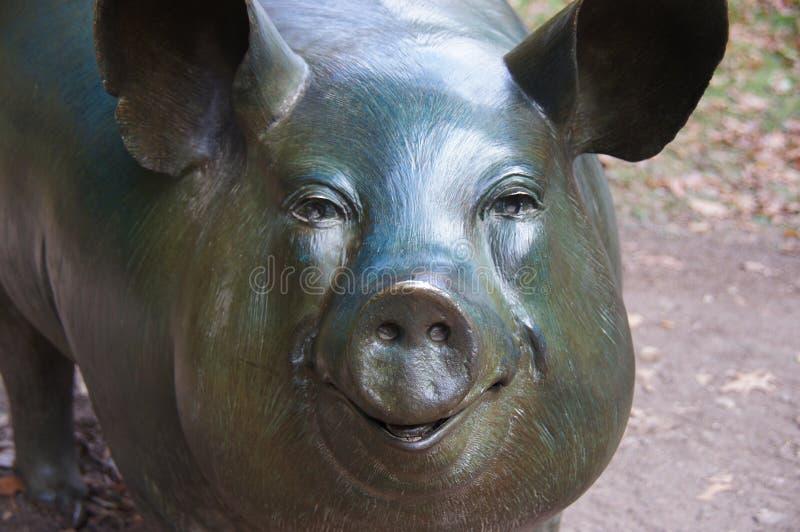 Lycklig svinskulptur på Crystal Bridges royaltyfri foto