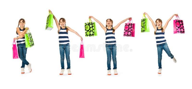 Lycklig tonårs- flicka med shoppingpåsar arkivbild