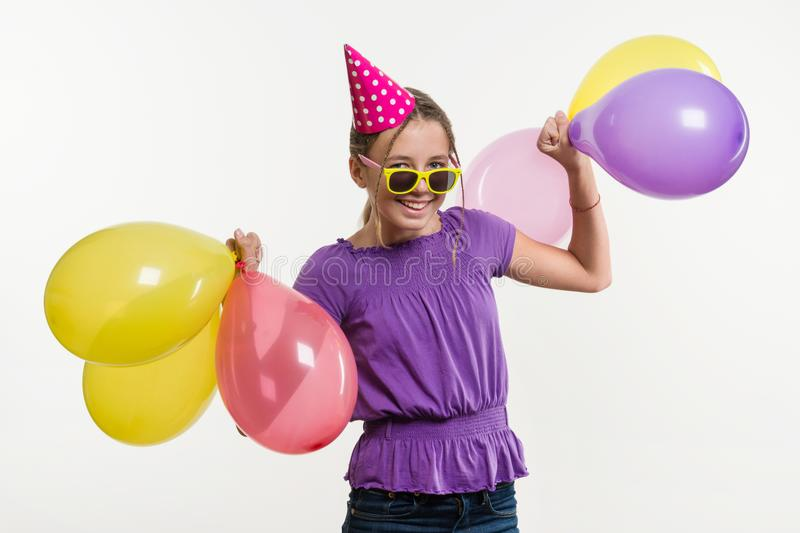 Lycklig tonårs- partiflicka 12-13 gamla år med ballonger royaltyfria bilder