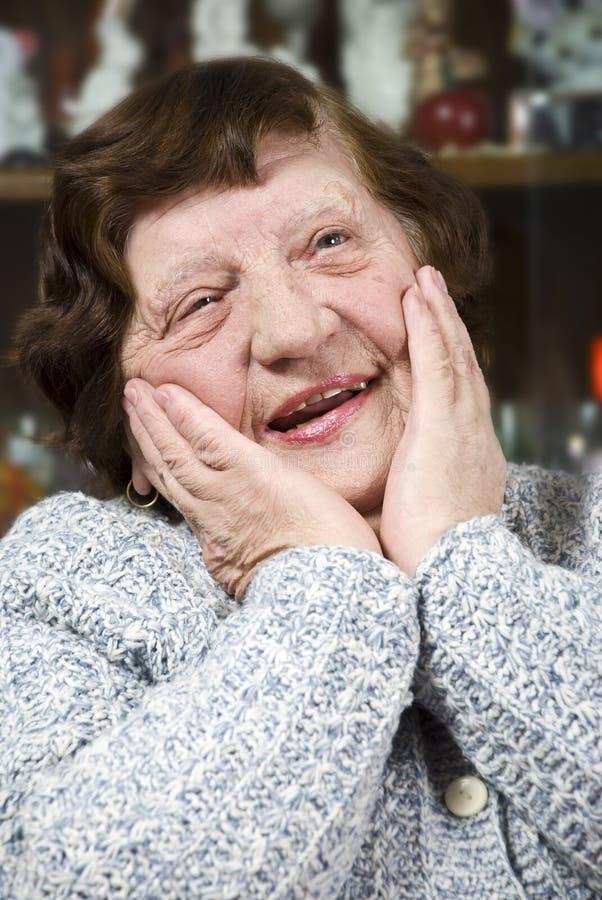 lycklig trevlig hög kvinna royaltyfria bilder