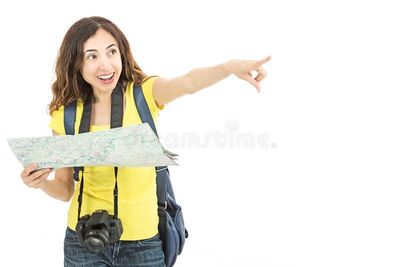 Lycklig turist- kvinna som pekar till en riktning royaltyfri bild