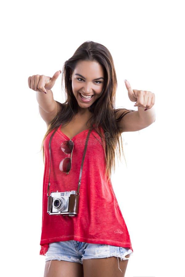 Lycklig turist med tummar upp arkivfoto