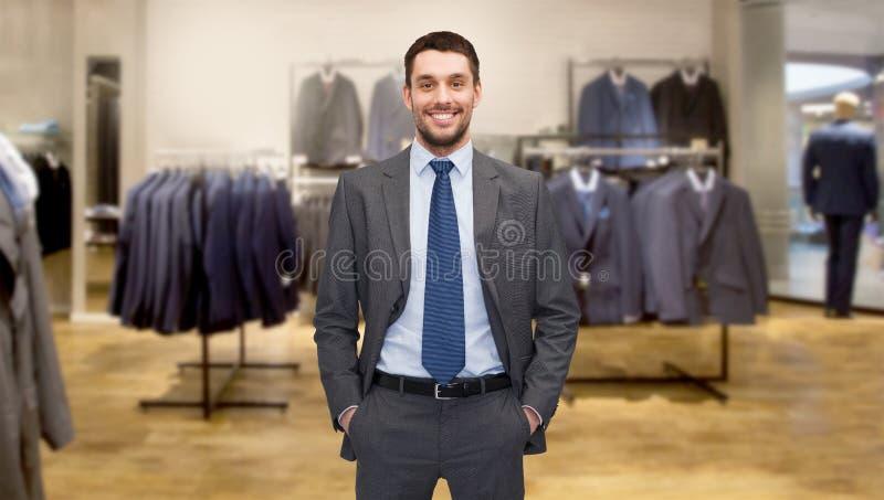 Lycklig ung affärsman över klädlager royaltyfria foton