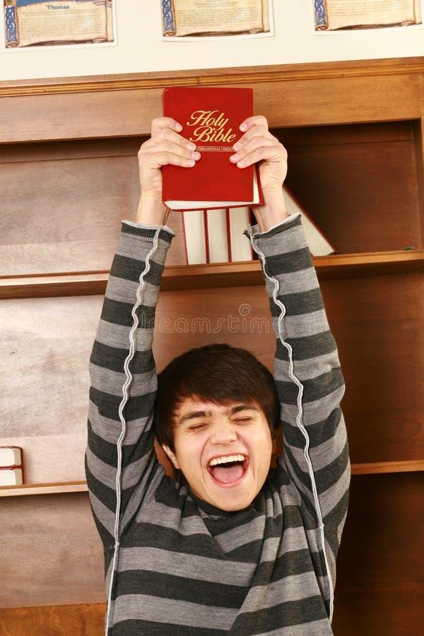 Lycklig ung asiatisk man med bibeln royaltyfria bilder