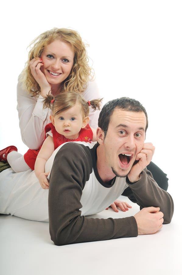 Lycklig ung familj royaltyfria foton