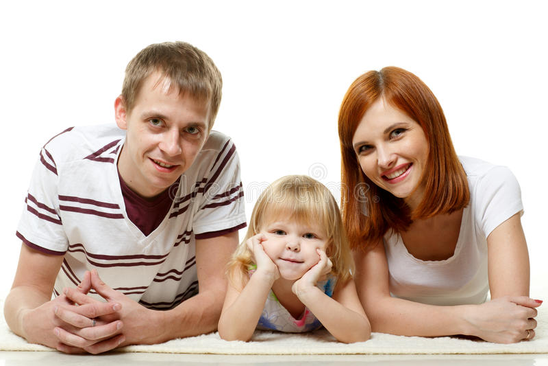 Lycklig ung familj med barnet. royaltyfri foto